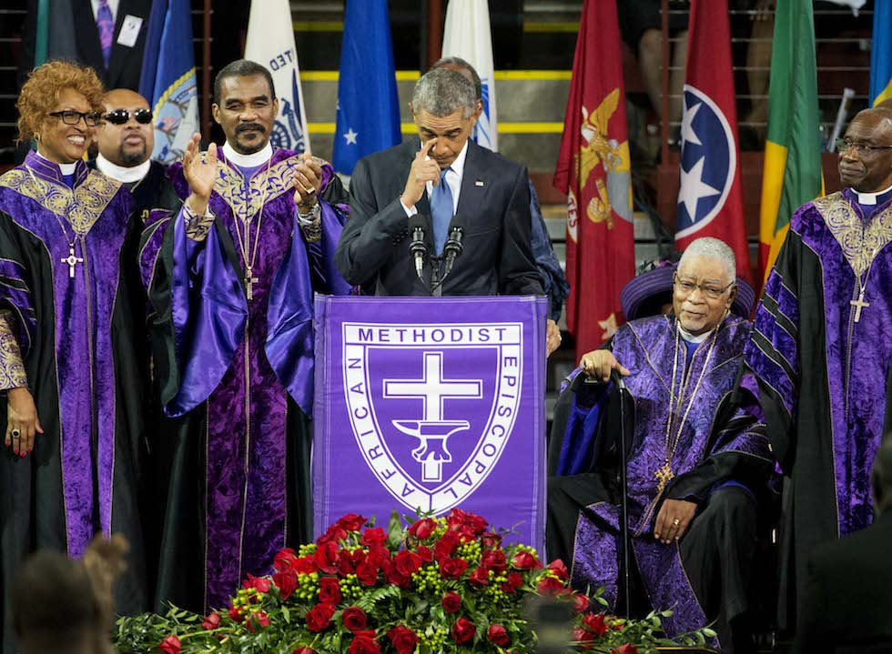 Il presidente Barack Obama durante l'elogio funebre per il senatore Clementa Pinckney. (AP Photo/David Goldman)
